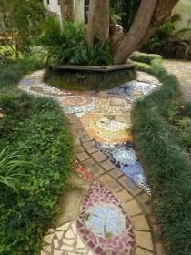 Beautiful DIY Mosaic Ideas To Beautify Your Garden 28