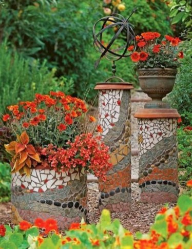 Beautiful DIY Mosaic Ideas To Beautify Your Garden 32