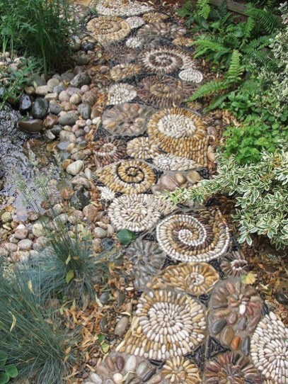 Beautiful DIY Mosaic Ideas To Beautify Your Garden 34