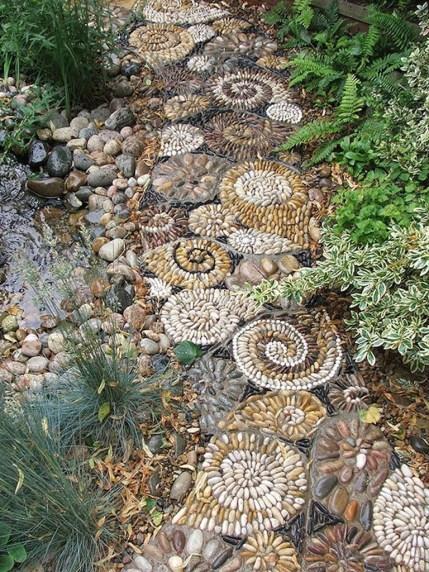 Beautiful DIY Mosaic Ideas To Beautify Your Garden 34