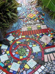 Beautiful DIY Mosaic Ideas To Beautify Your Garden 36