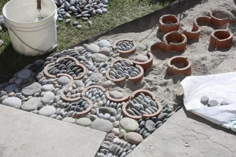 Beautiful DIY Mosaic Ideas To Beautify Your Garden 37