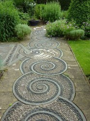 Beautiful DIY Mosaic Ideas To Beautify Your Garden 40