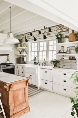 Cool Farmhouse Kitchen Decor Ideas On a Budget 16