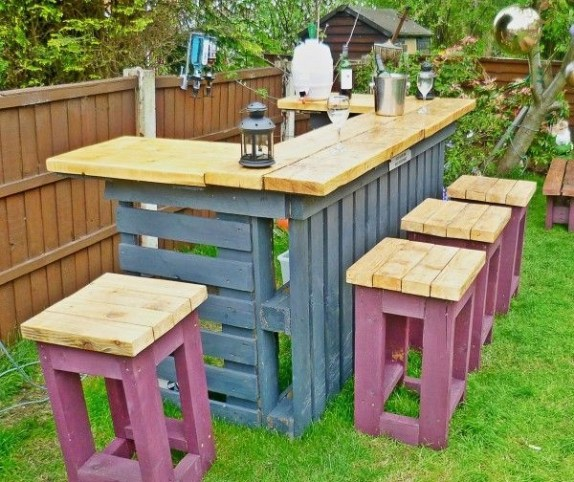 DIY Bright Outdoor Bar Using Pallet 10