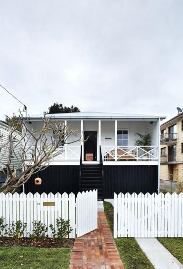 How to Coolest & Looks Bright, with Fences White-colored House 23