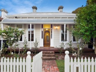 How to Coolest & Looks Bright, with Fences White-colored House 46