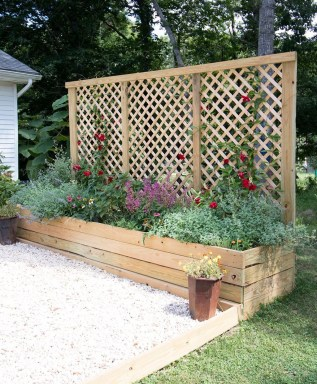 Inexpensive DIY Planter with Pallet 15