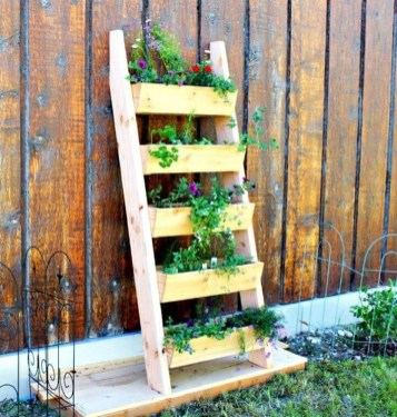 Inexpensive DIY Planter with Pallet 16