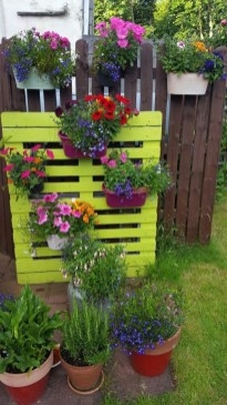Inexpensive DIY Planter with Pallet 17