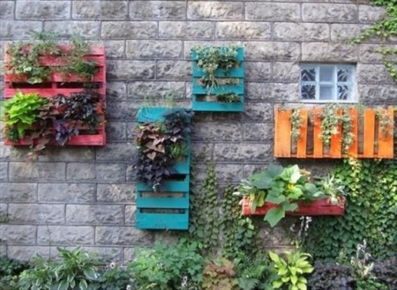 Inexpensive DIY Planter with Pallet 25