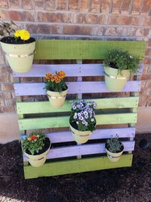 Inexpensive DIY Planter with Pallet 26
