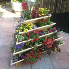 Inexpensive DIY Planter with Pallet 27