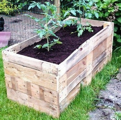 Inexpensive DIY Planter with Pallet 32