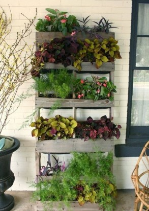 Inexpensive DIY Planter with Pallet 33