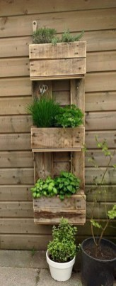 Inexpensive DIY Planter with Pallet 34