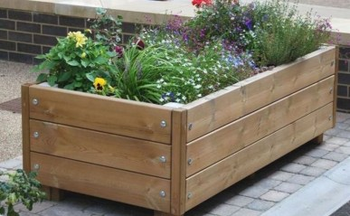 Inexpensive DIY Planter with Pallet 38