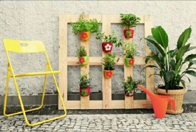Inexpensive DIY Planter with Pallet 39