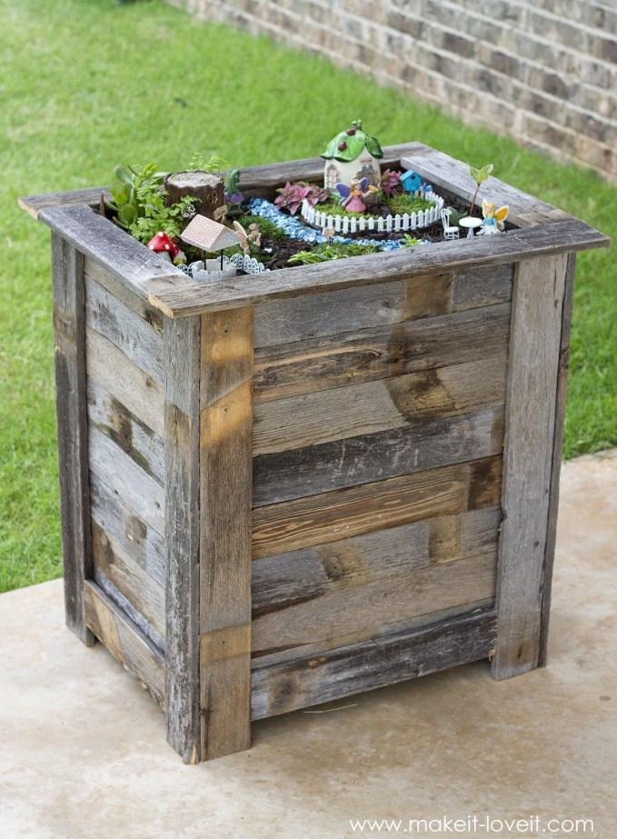 Inexpensive DIY Planter with Pallet 43