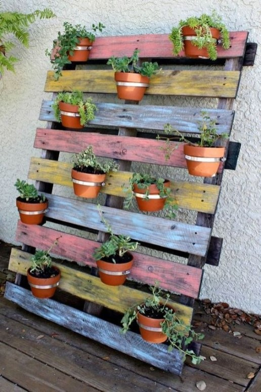 Inexpensive DIY Planter with Pallet 57