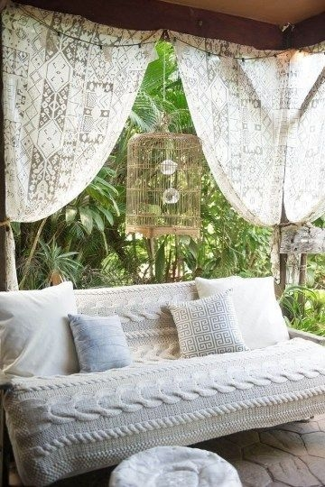 Outdoor Curtain Ideas to Spice Up Your Outdoor Space 45