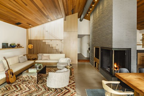 Amazing Small Living Room Design to Make Feel Bigger 18