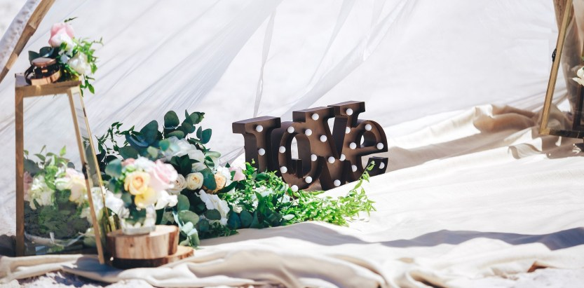 Beautiful Decorations for Your Wedding Decoration with Wooden Slices38