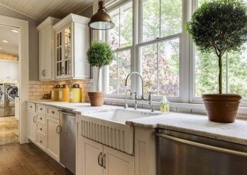 Cozy Kitchen Decorating with Farmhouse Sink Ideas 17
