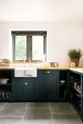 Cozy Kitchen Decorating with Farmhouse Sink Ideas 27