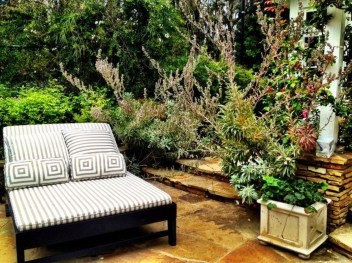 Fabulous DIY Projects To Make Small Backyard More Cozy 20