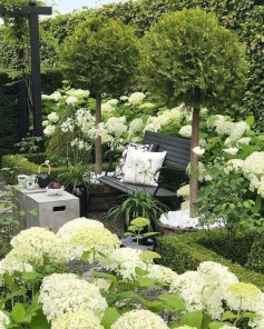 Fabulous DIY Projects To Make Small Backyard More Cozy 23
