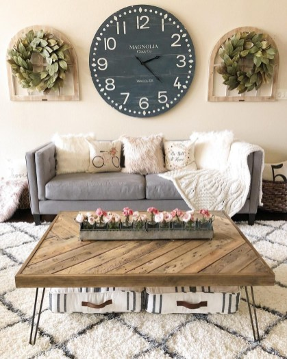 Gorgeous Wall Clock Decoration for Your Small Living Room07