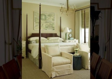 Simple And Memorable Photo Frame Decoration on Your Bedroom Wall 07