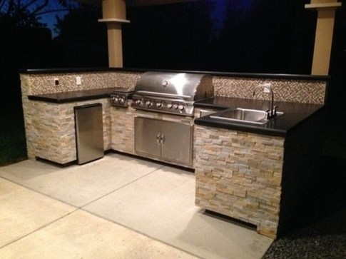 Amazing Outdoor Kitchen Bars to Finish This Summer 26