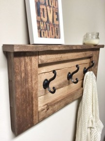 Cool Interior Design DIY Pallet to Beautify Wall Hangings of your Home 10