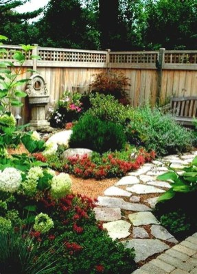 Mesmerizing Side Yard Landscaping Design Ideas to Perfect Your Garden Design 06