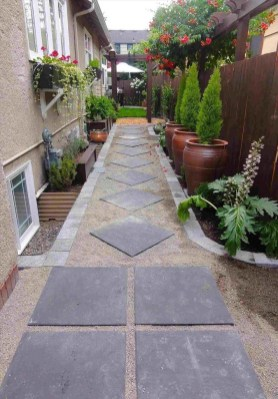 Mesmerizing Side Yard Landscaping Design Ideas to Perfect Your Garden Design 16