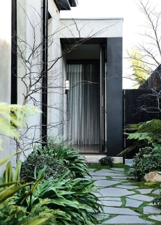 Mesmerizing Side Yard Landscaping Design Ideas to Perfect Your Garden Design 29