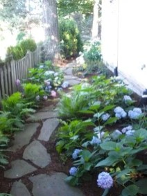 Mesmerizing Side Yard Landscaping Design Ideas to Perfect Your Garden Design 38