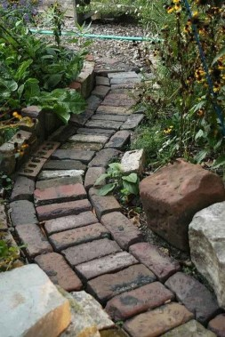 Mesmerizing Side Yard Landscaping Design Ideas to Perfect Your Garden Design 44