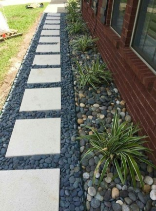 Mesmerizing Side Yard Landscaping Design Ideas to Perfect Your Garden Design 51