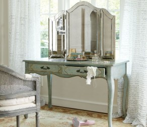 Most Comfortable Makeup Room with Mirror Decoration for Women 01