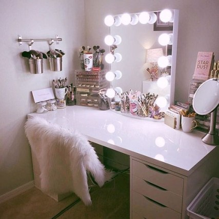 Most Comfortable Makeup Room with Mirror Decoration for Women 07