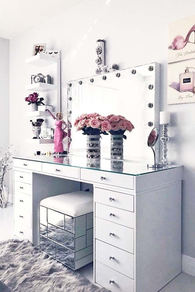 Most Comfortable Makeup Room with Mirror Decoration for Women 09