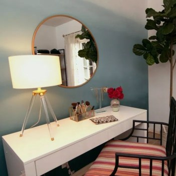 Most Comfortable Makeup Room with Mirror Decoration for Women 14