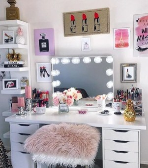 Most Comfortable Makeup Room with Mirror Decoration for Women 17
