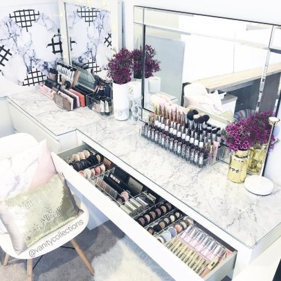 Most Comfortable Makeup Room with Mirror Decoration for Women 21