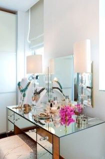 Most Comfortable Makeup Room with Mirror Decoration for Women 25