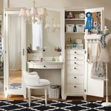 Most Comfortable Makeup Room with Mirror Decoration for Women 27