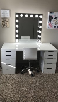 Most Comfortable Makeup Room with Mirror Decoration for Women 32